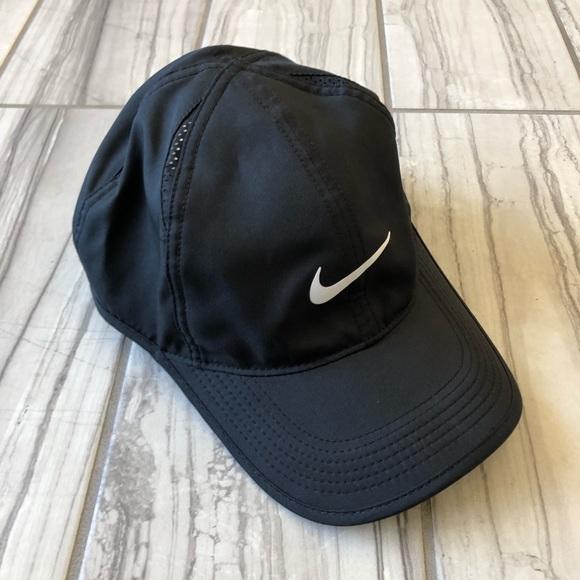 d70d16d1f2c9a Nike featherlight dri fit hat. EUC. M 5bcba0be409c1522e06ccf93